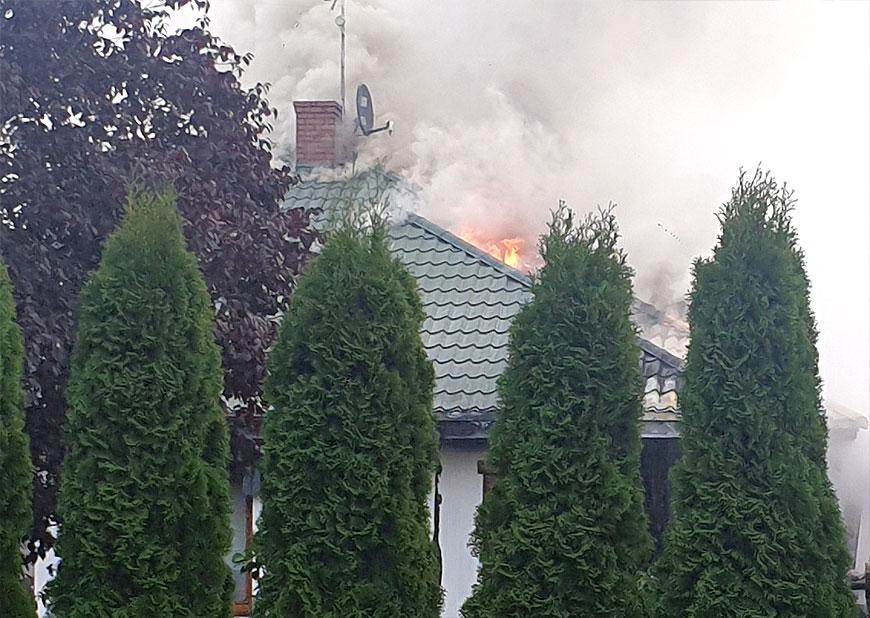 Wideo: Pożar budynku mieszkalnego w Obrzębinie. W akcji gaśniczej 6 zastępów straży pożarnej - fot. nadesłane przez Czytelnika