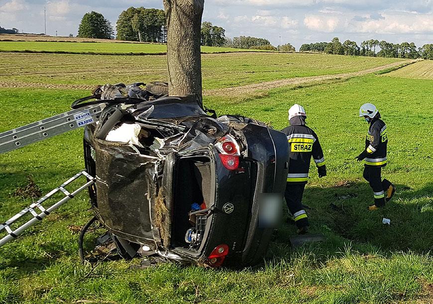 Poważny wypadek w Grąbkowie. Zginął 36-letni mieszkaniec Słodkowa - fot. PSP Turek