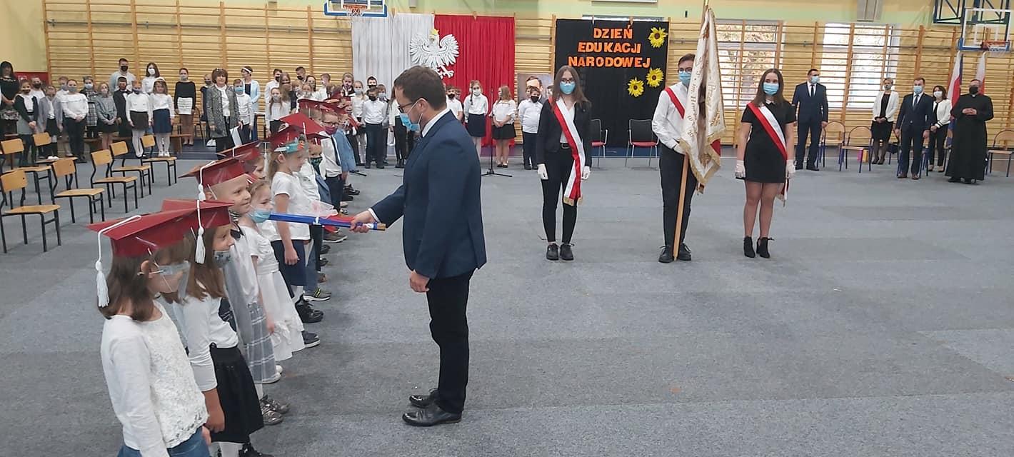 Ślubowanie pierwszoklasistów w gminie Dobra
