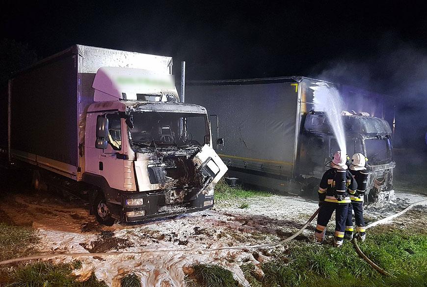 Pożar ciężarówek w Żukach. Kto podpalił TIRy? - fot. PSP Turek