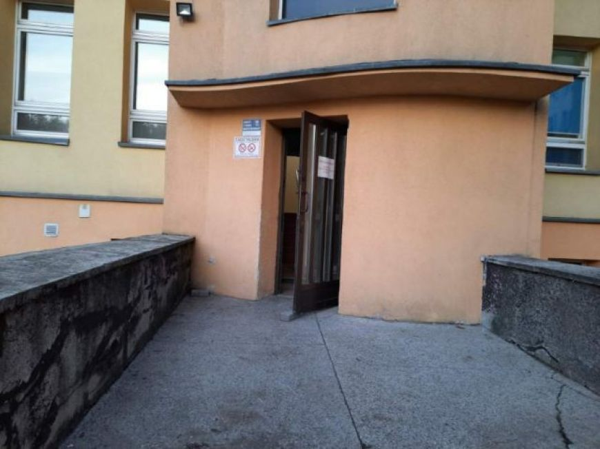 Szpital zmienia dostęp do izby przyjęć. Tylne wejście niedostosowane dla niepełnosprawnych i noszy. - fot. Starostwo Powiatowe w Turku