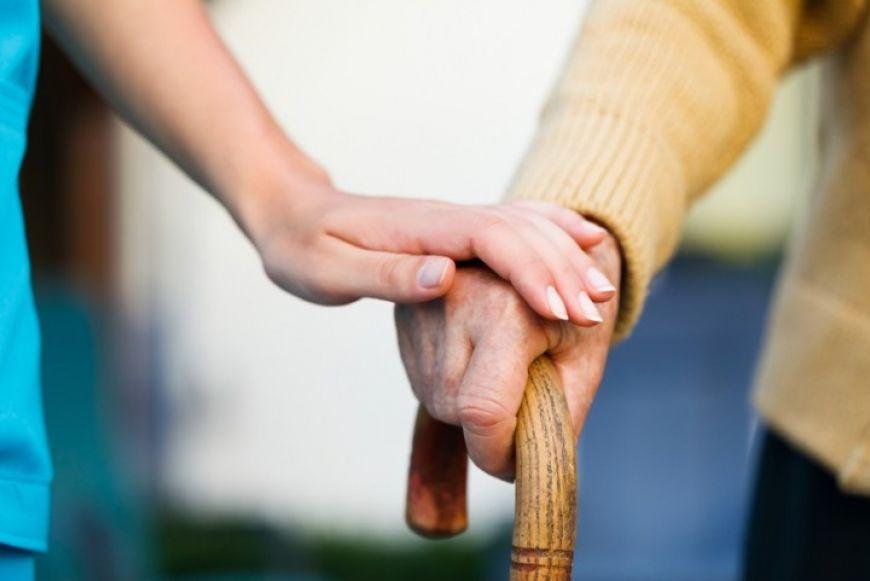 Instytucje wspierają seniorów. Z pomocą ruszyli wolontariusze z OHP