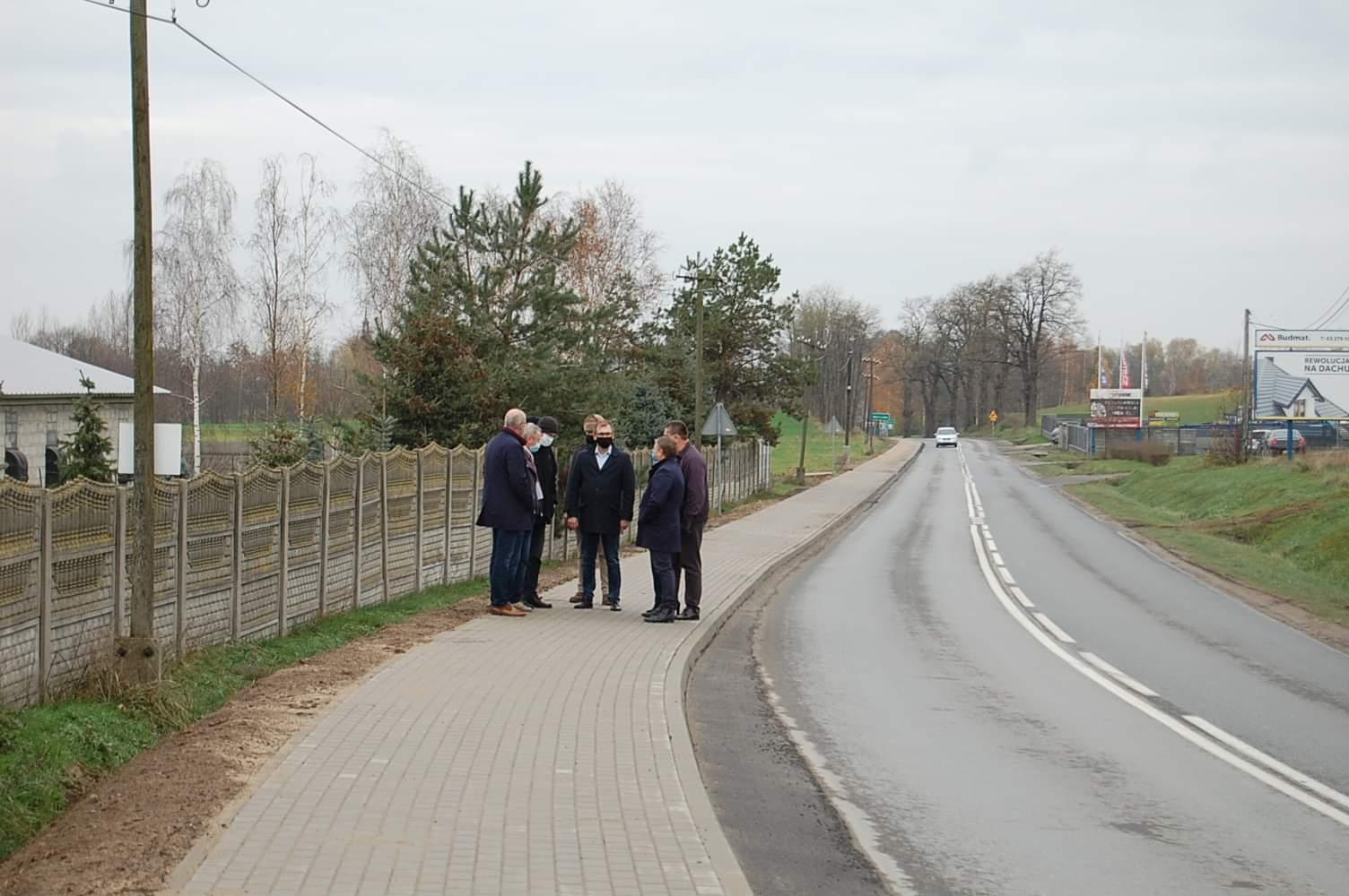 Nowy chodnik na drodze Władysławów - Turek poprawi bezpieczeństwo