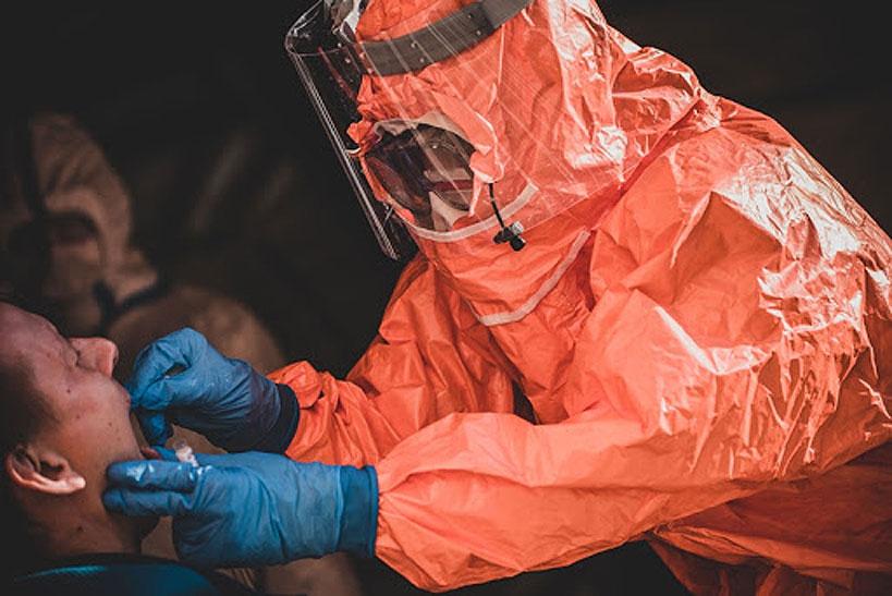 Jedna osoba zmarła, 100 pozytywnych wyników na SARS-CoV-2 w powiecie. Raport COVID-19 na 21-23 listopada