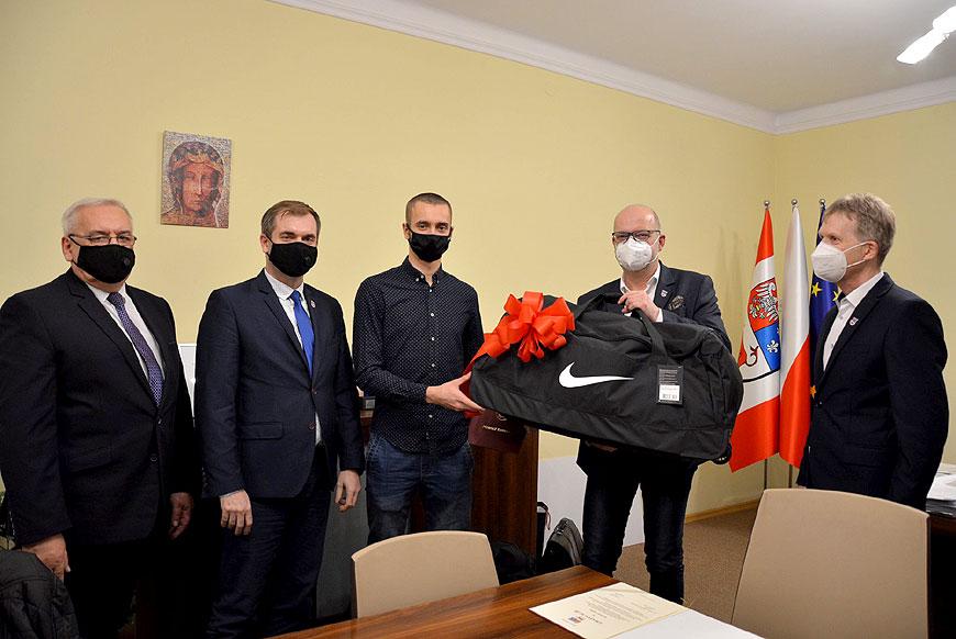 Lekkoatleci z UKS Skoczek Władysławów docenieni za sukcesy