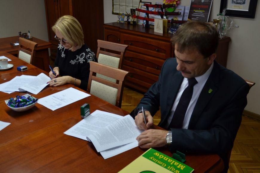 Gm. Malanów: Przebudowa drogi w Porożu, jeszcze w tym roku. Umowa podpisana