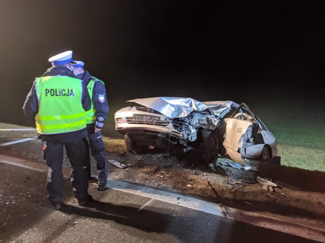 Śmiertelny wypadek w Olimpii. Zginął kierowca mazdy - fot. KPP Turek