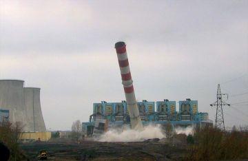 Wideo: Wyburzenie komina elektrowni Adamów