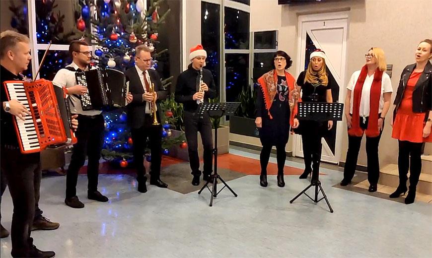Wideo: Świąteczne muzyczne życzenia od Państwowej Szkoły Muzycznej w Turku