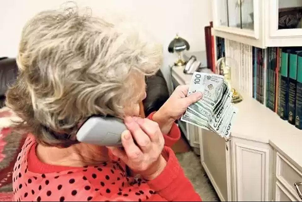 84-latka z Turku oszukana na 67 tys. zł. Policjanci apelują o pomoc w ujęciu sprawców