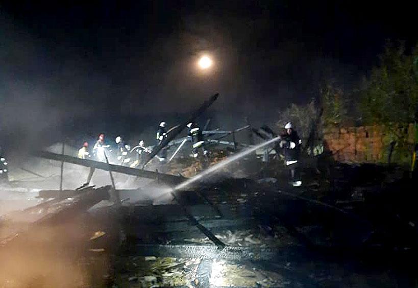 Nocny pożar stodoły w Radyczynach Kolonii gasiło 6 jednostek straży - fot. OSP Smulsko