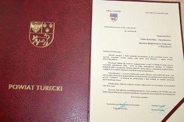 Podziękowania Starosty dla Dyrektor i załogi DPS w Skęczniewie