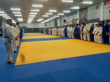 Zawodnicy UKS Judo Tuliszków na treningach w...