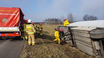 Strażacy usuwali skutki wypadku na autostradzie A2