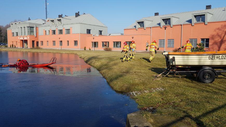 Ćwiczenia na kruchym lodzie w PSP Turek