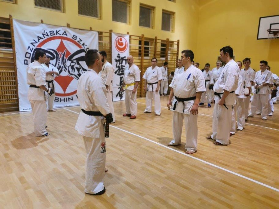 Zawodnik KSiSW na egzaminie w Okręgowym Związku Karate