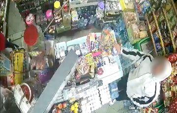 Wideo: Zuchwała kradzież puszki z akcji...