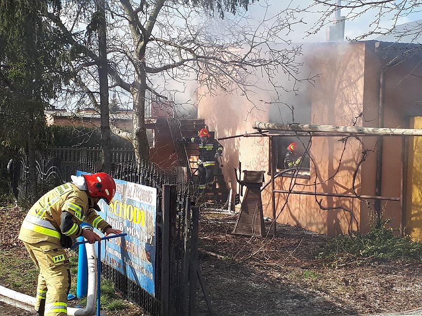 Pożar stolarni na Kochanowskiego. Nie ma osób poszkodowanych.