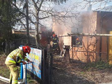 Pożar stolarni na Kochanowskiego. Nie ma osób...