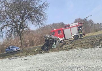 Wypadek z udziałem dwóch samochodów osobowych w...