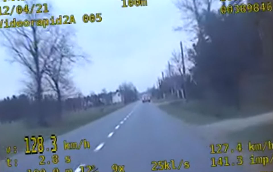 Wideo: Efekt policyjnej akcji na drogach powiatu - 22 piratów  straciło prawo jazdy.