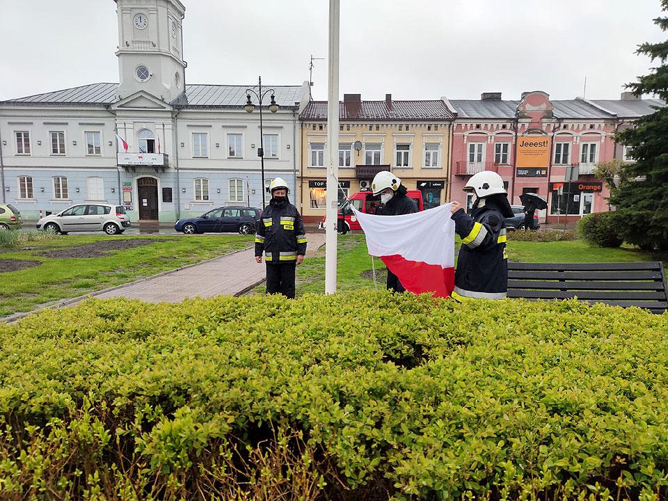 Dzień Flagi Rzeczpospolitej Polskiej: Na rynku zatrzepotała biało-czerwona