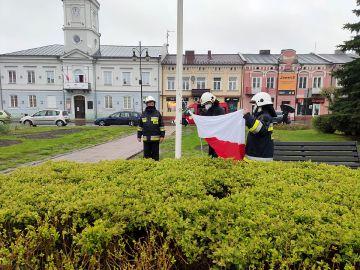 Dzień Flagi Rzeczpospolitej Polskiej: Na rynku...