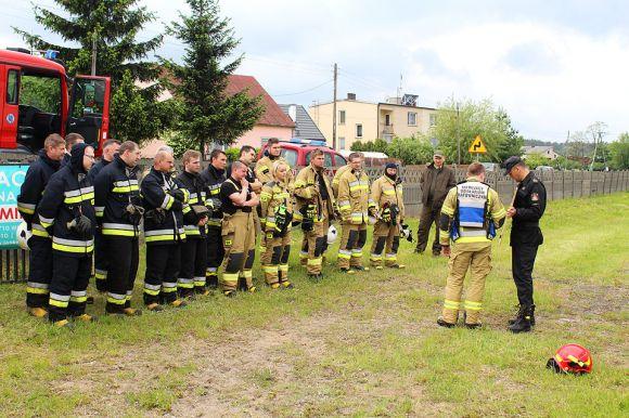 Strażacy ćwiczyli gaszenie pożarów na terenach...