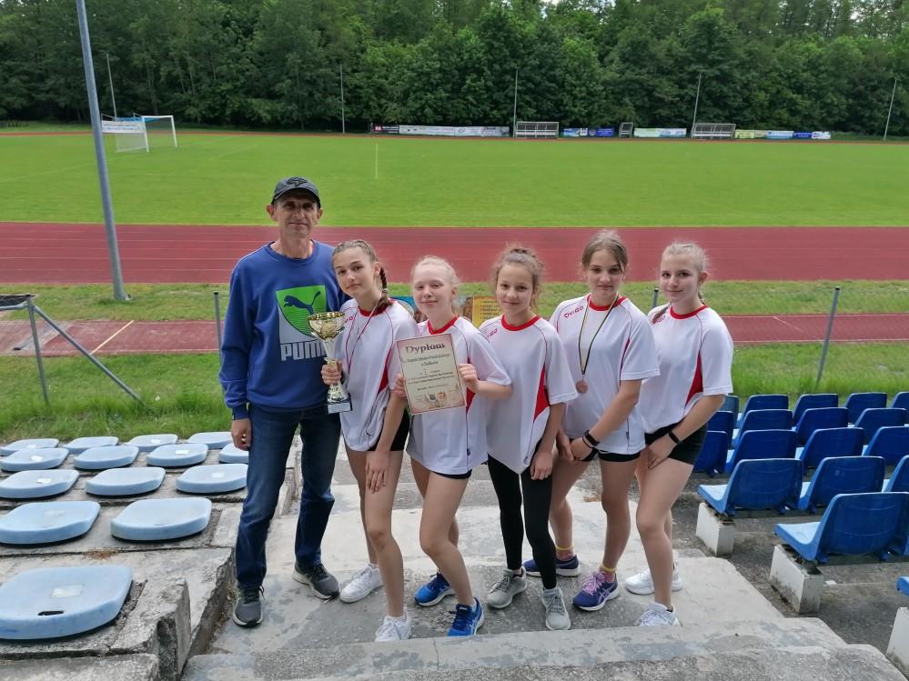 I miejsce dziewcząt z ZS-P w Słodkowie na Mistrzostwach Rejonu Konińskiego w Czwórboju