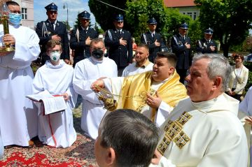 Skromna procesja Bożego Ciała 2021 w parafii...