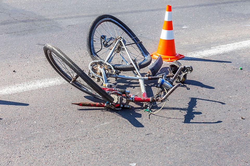 Potrącenie rowerzysty w Olszówce. Sprawca uciekł. - Zdjęcie ilustracyjne