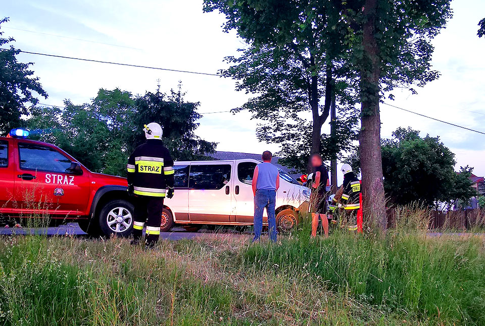 Wypadek motocyklisty w Kotwasicach. Kierowca jednośladu ma złamanie otwarte nóg - fot. nadesłane przez Czytelnika