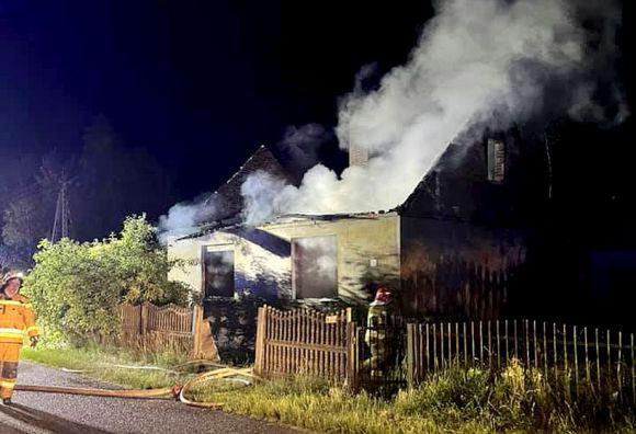 Nocny pożar budynku w Tarnowskim Młynie. W...