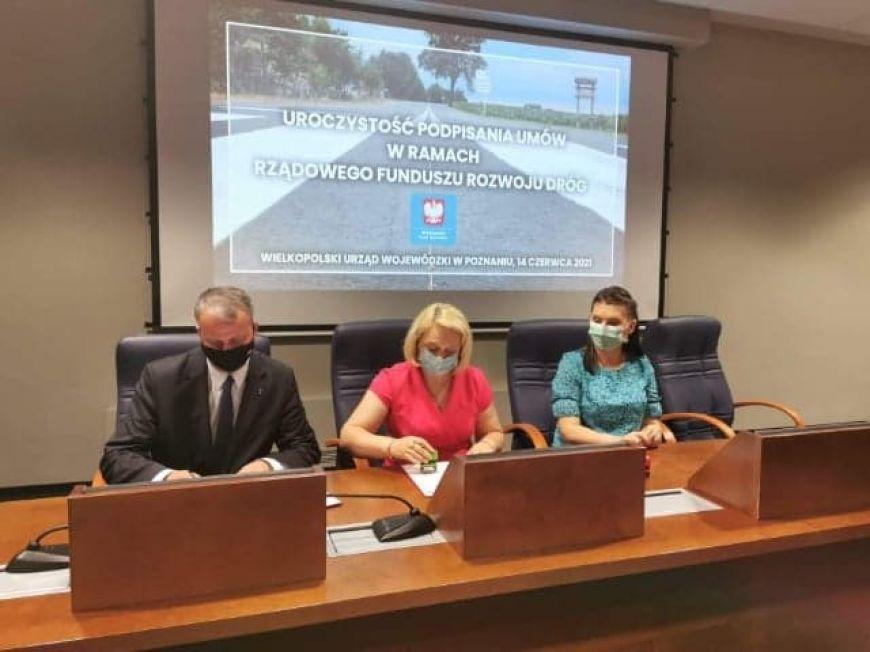 Władysławów: Kolejna umowa w ramach Rządowego Funduszu Rozwoju Dróg podpisana