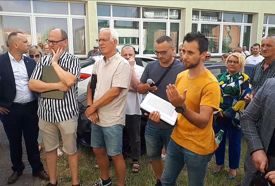 Wideo: DeVeris deklaruje nowy system neutralizacji odoru. Mieszkańcy nie wierzą i domagają się konkretów.