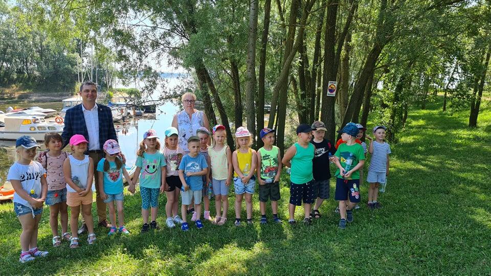 Przedszkolaki z Kiełczygłowa na wakacjach w Gminie Dobra