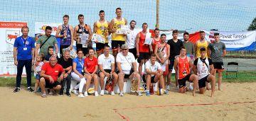 Miłośnicy siatkówki plażowej rywalizowali w...