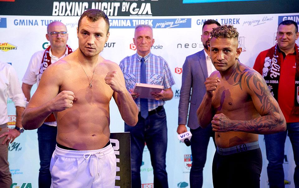 Ceremonia ważenia przed Galą Boksu. Zaprezentowano oficjalny szalik wydarzenia - fot. Piotr Duszczyk/boxingphotos.pl