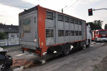 Nie dostosowała prędkości do warunków - uderzyła w ciężarówkę, której kierowca popełnił szereg wykroczeń - Źródło: KPP Turek