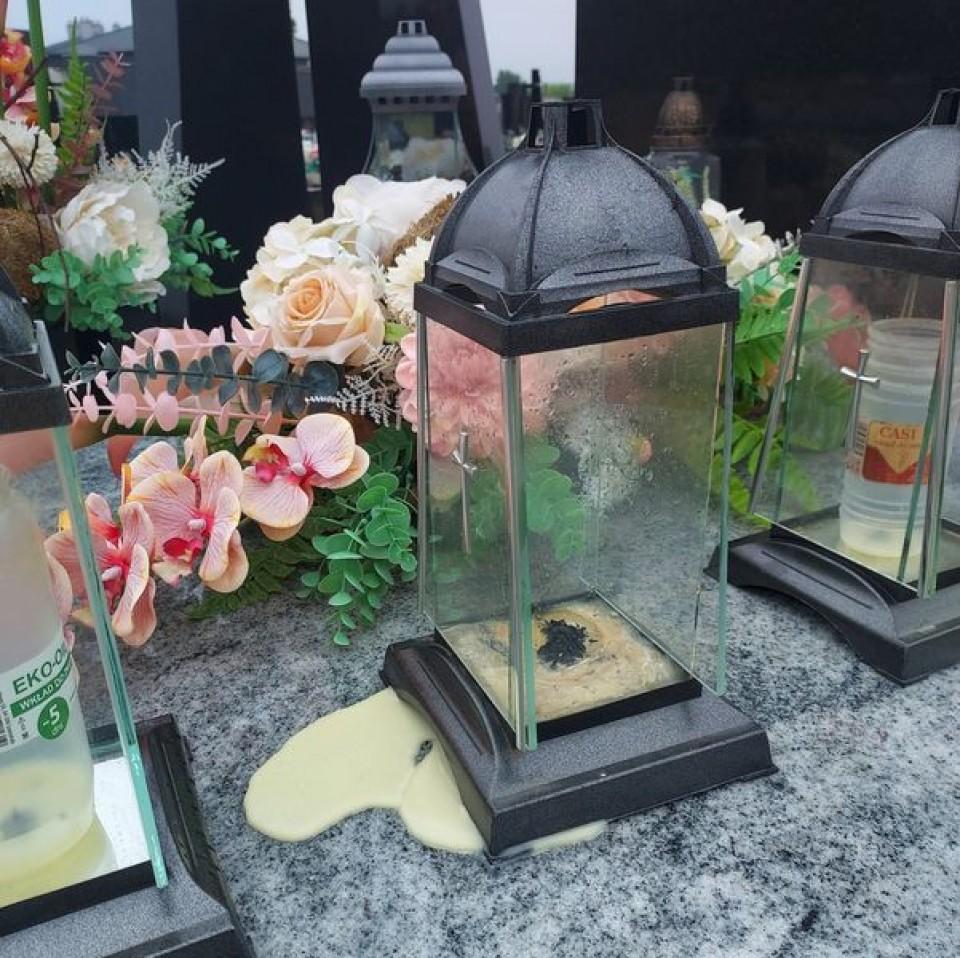 Uwaga na płonący wosk na cmentarzach! - Źródło: PGKiM Turek