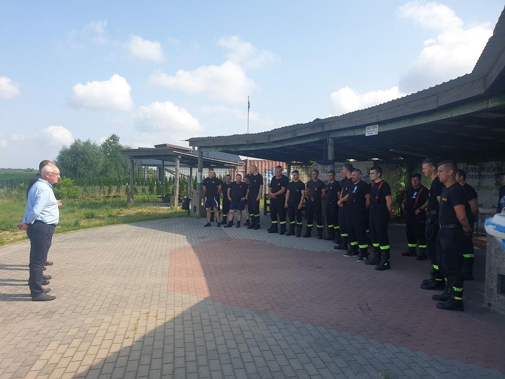 Strażacy z powiatu ćwiczyli z SGRWN Konin na zbiorniku w Przykonie