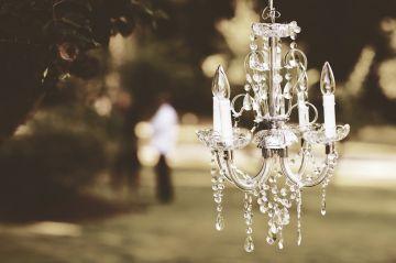 Rodzaje lamp wiszących do salonu lub sypialni