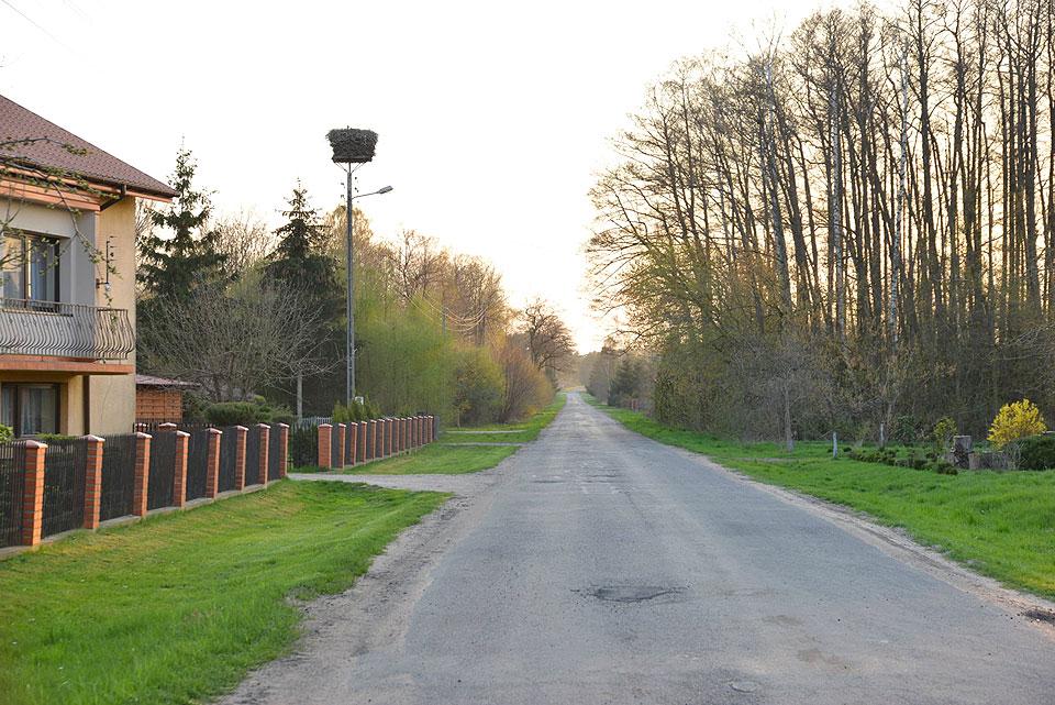 Kompleksowa przebudowa drogi w Dziewiątce w Gminie Kawęczyn