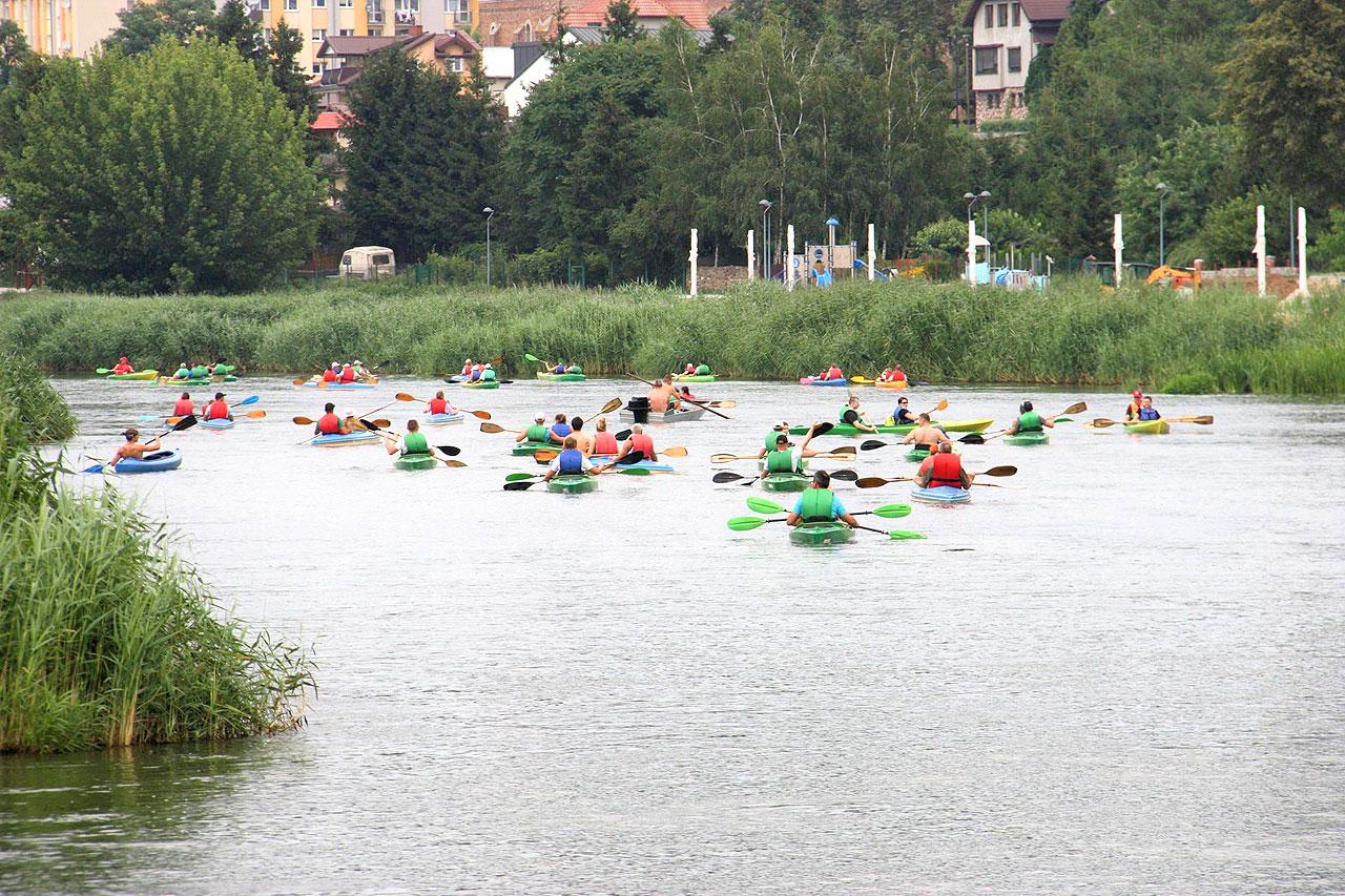Brudzew: Zwiedzili piękno nadwarciańskich brzegów w ramach XI Spływu Kajakowego.