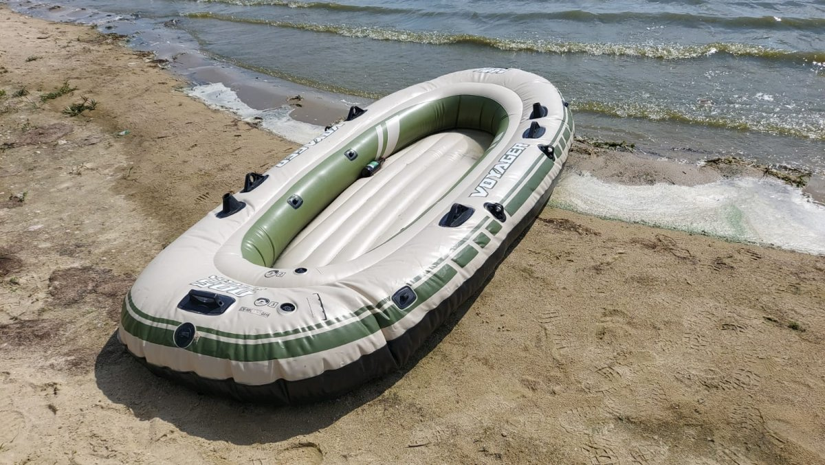 Policja prosi o pomoc w ustaleniu właściciela pontonu.
