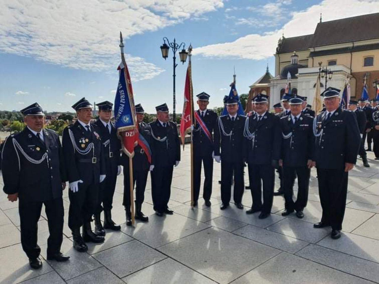 Poczet OSP Turek na warszawskich obchodach 100-lecia Związku Ochotniczych Straży Pożarnych RP - fot. OSP Turek
