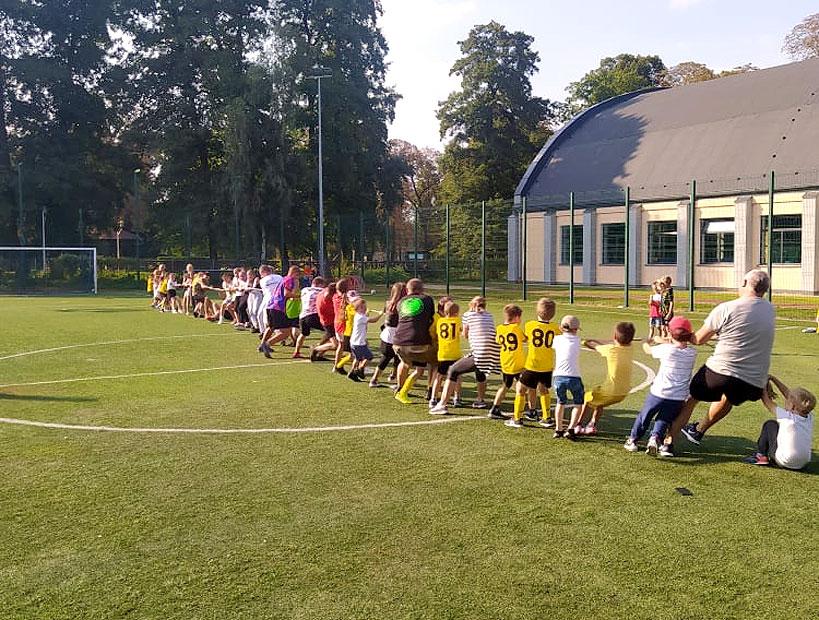 Na festynie sportowym w Dobrej bawiły się dzieci, młodzież i całe rodziny - fot. Stowarzyszenie Aktywny Orlik