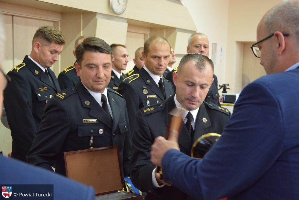 Podziękowania i gratulacje dla strażaków podczas XXXI sesji Rady Powiatu