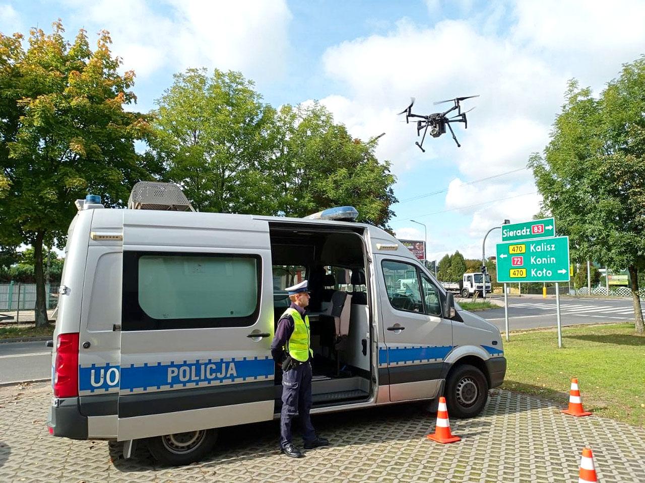 Policyjny dron w akcji. Ujawniono 29 wykroczeń drogowych dzięki użyciu drona.